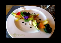 Assiette végétarienne fleurie